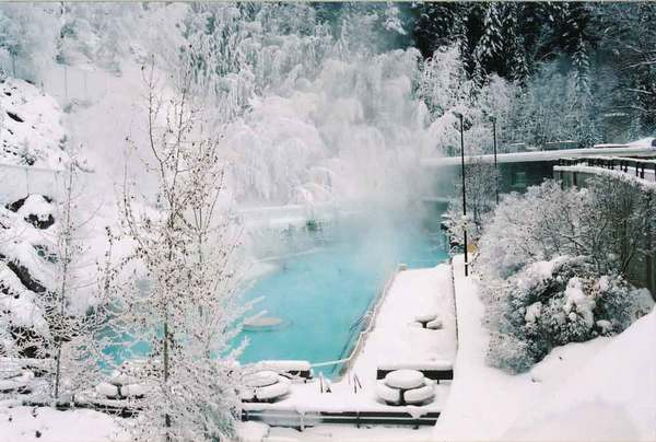 Radium-Hot-Springs-winter_Parks-Canada_Ken-Fisher